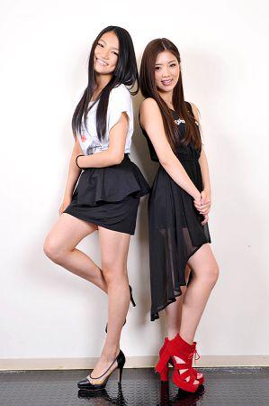 Suda Anna & Kawamoto Ruri durante o EXILE Presents VOCAL BATTLE AUDITION 3 ~For Girls~.